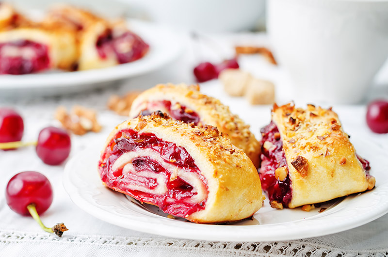 Strawberry Jam Rolled Cake Insolite & Tradition